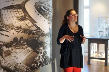 Führung mit Meike Hartwig durch die Ausstellung der Wasserkunst Kaltehofe. © Wasserkunst Hamburg