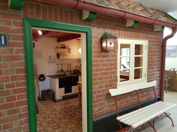 Nachgebaute Küche in den Ausstellungsräumen .