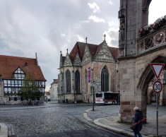 Rechts befindet sich das Altstadtrathaus, gegenüber die Kirche St. Martini und links ist das Rüningerzollhaus und das Gewandhaus zu sehen.