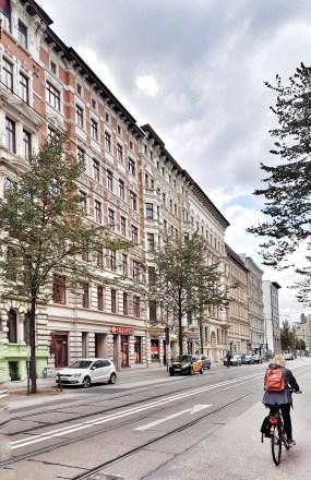 Dieser Straßenzug zeigt, wie Magdeburg früher einmal ausgesehen hat. Leider gibt es in dieser Form, wo man die alte Architektur sieht, nur noch diese Straße (Sternstraße, wenn ich mich recht entsinne).