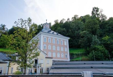 Das stufige Dach lässt sich über der Bühne der Felsenreitschule öffnen. Foto: Wera Wecker
