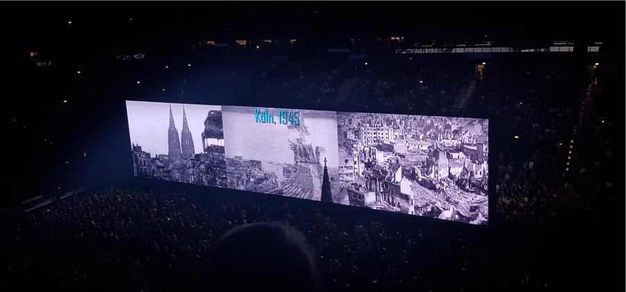 Blick in die Geschichte auf dem Konzert von U2 - und immer mit dem Hintergedanken verbunden aus ihr zu lernen.