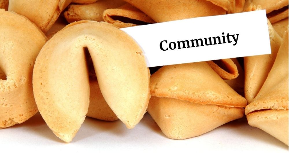 Glückskeks mit Community-Zettel (Photocredit: chiyacat via depositphotos)