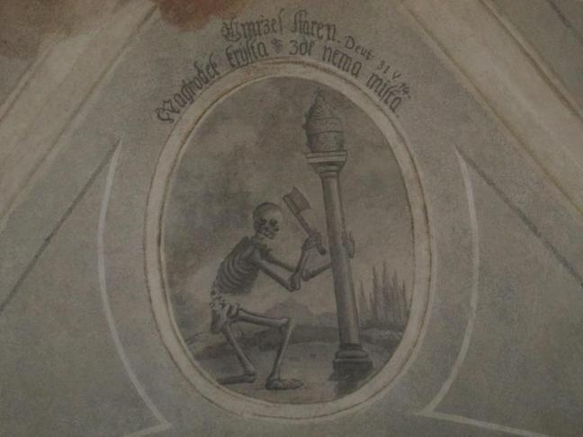 Ukázky nápisů provedených frakturou (novogotickým lomeným písmem)