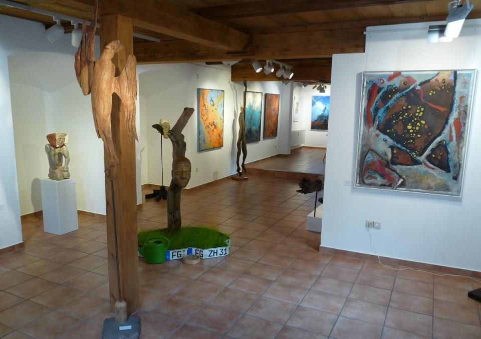 """Ausstellung """"Form und Farbe"""" mit Installation in der KunstGalerieHans"""