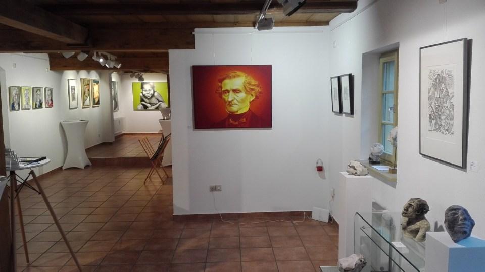 """KunstGalerieHans - Blick in die Ausstellung """"Köpfe"""""""