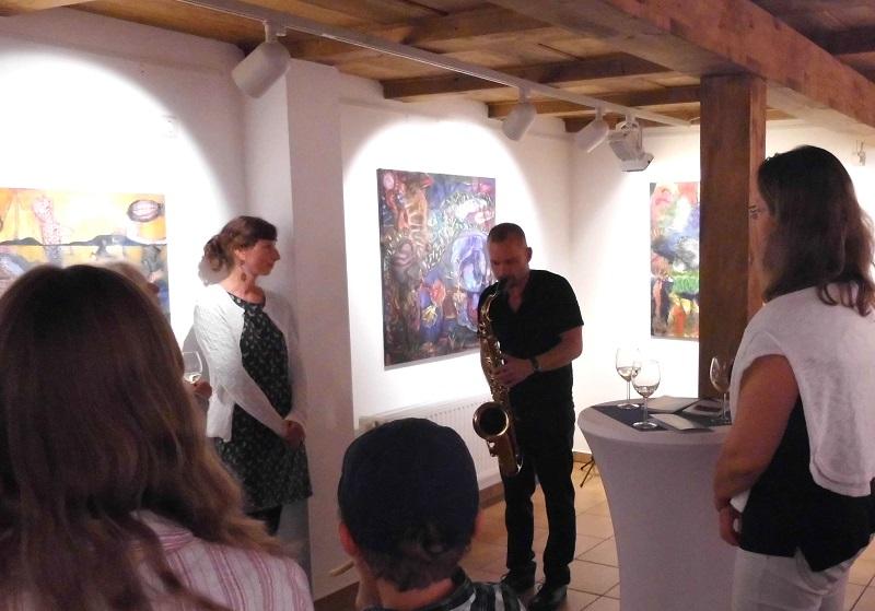 Vernissage Danjana Brandes mit Künstlerin und Musiker