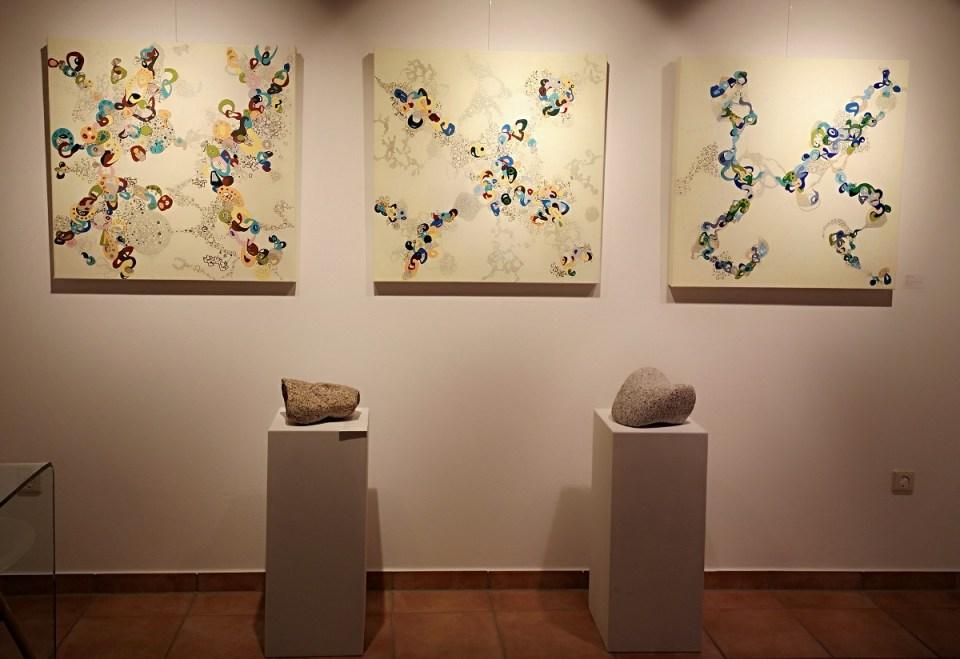 KunstGalerieHans - Das Andere im Gleichen - Blick in die Ausstellung vorne links