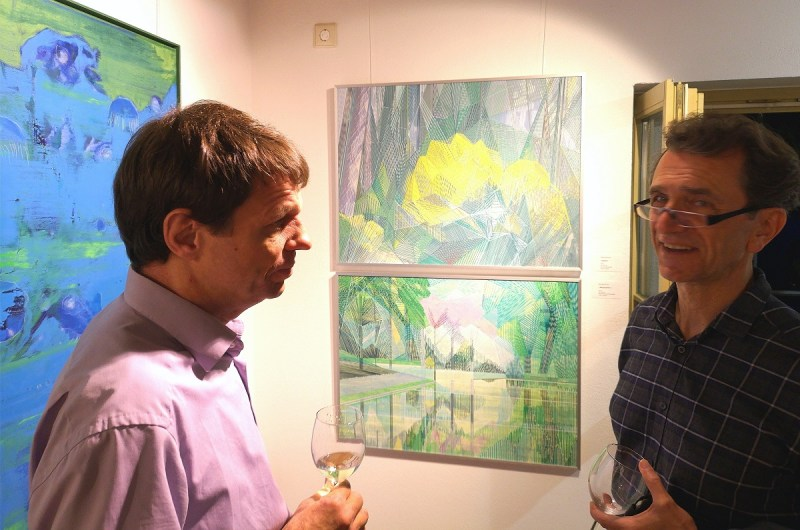 Vernissage Landschaften in KunstGalerieHans - Galerist Torsten Hans (links) im Gespräch