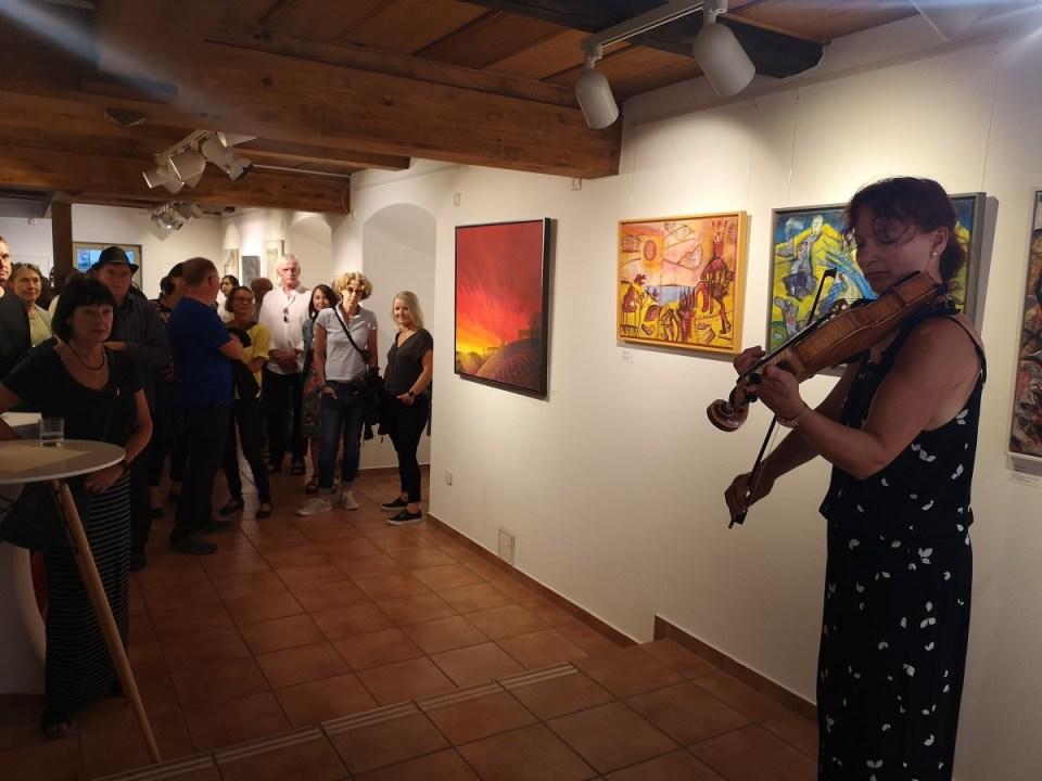 Vernissage Landschaften in KunstGalerieHans - Johanna Mittag mit Bratsche