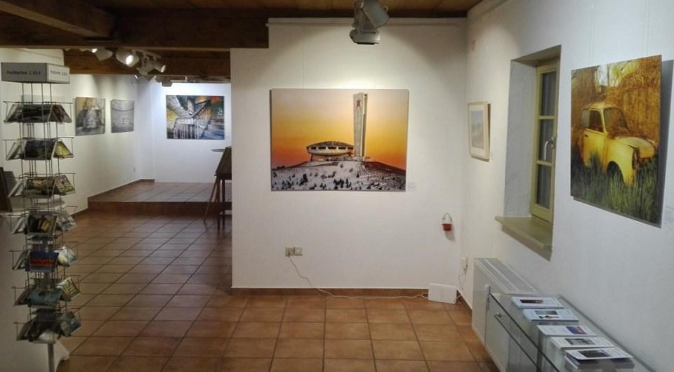 Blick in die Ausstellung Hassan J. Richter - Lost Places Fotografie in der KunstGalerieHans 2019 (1)