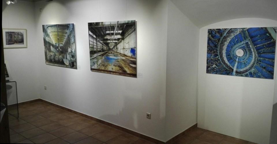 Blick in die Ausstellung Hassan J. Richter - Lost Places Fotografien in der KunstGalerieHans 2019 (2)