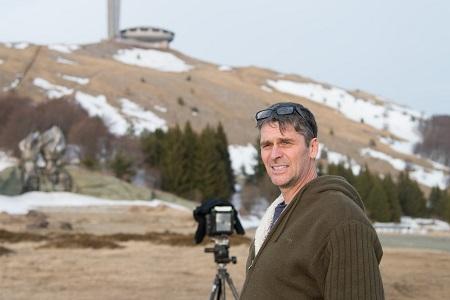Hassan J. Richter Portrait mit Kamera