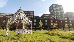 Het Crooswijkerzand in 2015 met een werk van Jacqueline Specken