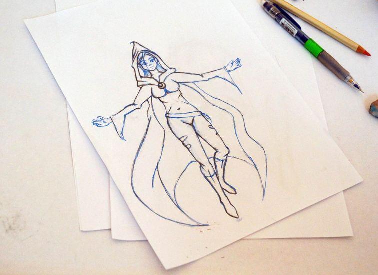 Stehende Comicheldin mit Cape, Skizze gezeichnet mit Blaustift und Fineliner