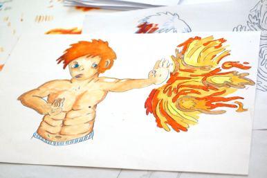 Comicheld mit nacktem Oberkörper und roten Haaren, der einen Feuerball abwehrt