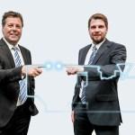 Michael Domes (links) und Christian Wolfsberger betreuen seit Jahresbeginn 2016 die Kunden von Sumitomo (SHI) Demag in Österreich. | Foto: Sumitomo (SHI) Demag