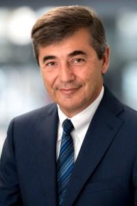 Dr. Peter Neumann übergibt den Vorsitz der Geschäftsführung... | Foto: Engel