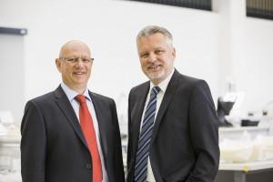 Auch im Jubiläumsjahr auf Erfolgskurs: Die beiden Gründer und Inhaber von 1zu1 Prototypen, Hannes Hämmerle und Wolfgang Hummel. | Foto: 1zu1