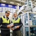 Bundeskanzler Christian Kern mit Borealis CEO Mark Garrett Borealis im Innovation Headquarters in Linz. | Foto: BKA, Andreas Wenzel