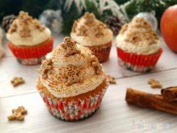 Apfel-Zimt-Cupcakes mit Mascarpone-Sahne und Keksen