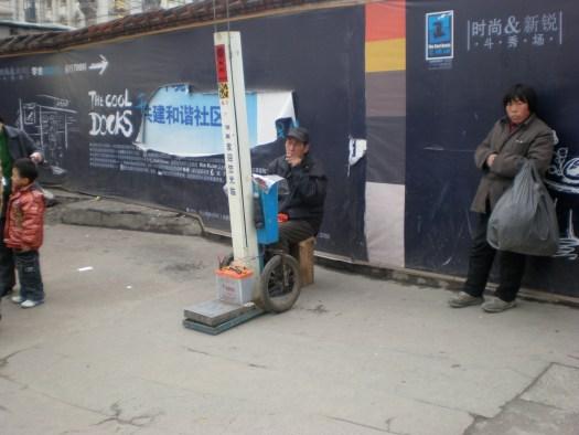 電子体重計による体重測定屋さん 於上海