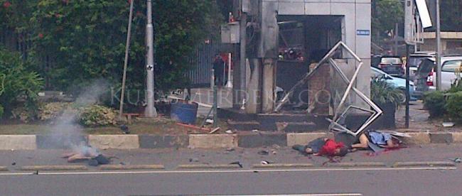 Ledakan bom di Pos Polisi perempatan Sarinah tewaskan 3 orang seketika. (dok. KM)