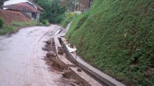 Pembuatan drainase di Desa Batu Lawang, Cipanas, Cianjur (dok. KM)