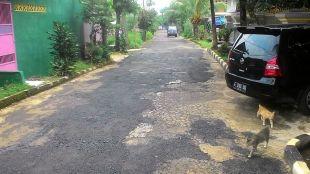 Jalan di perumahan Pura Bojonggede yang telah diperbaiki warga (dok. KM)