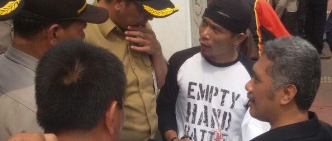 Perwakilan AMPB menuntut untuk bertemu dengan perwakilan Kemendagri di Jakarta, Senin 17/10 (dok KM)