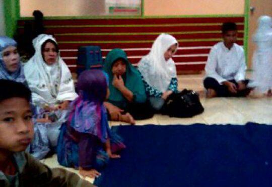 Acara santunan anak-anak yatim di Warung Ijo Daun (dok. Mugi/KM)