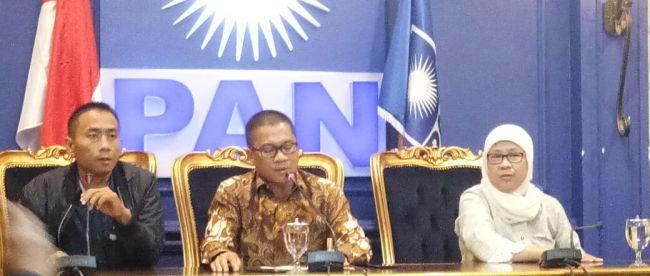 Sekretaris PAN, Yandri (tengah) saat konferensi pers, Selasa 19/9 (dok. KM)