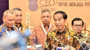 Presiden Joko Widodo memberikan keterangan pers usai menghadiri Pembukaan Kompas 100 CEO Forum di Jakarta, Rabu, 29 November 2017 (dok. Setpres)