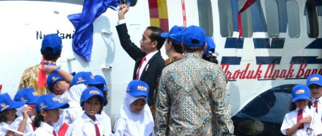 Presiden Joko Widodo meresmikan pesawat N-219