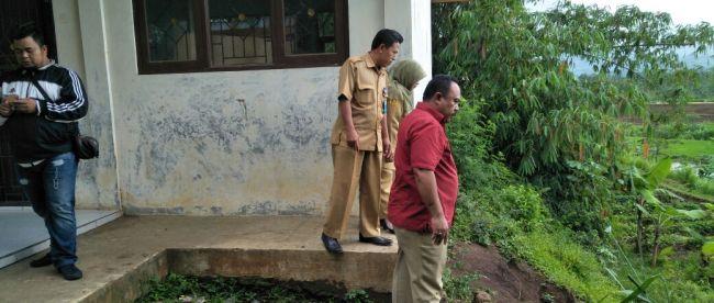 Balon Bupati Bogor Heri Ortega saat berkunjung ke SDN Lemahduhur, CIgombong, Bogor 27/11 (dok. KM)