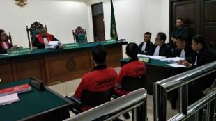 Deni Gunarja dan Purnaman, 2 warga Desa Bojong Koneng, Kecamatan Babakan Madang, Bogor, mengikuti sidang di PN Cibinong dalam kasus pemalsuan surat yang digugat oleh PT. Fajar Marga Permai (Sentul City) (dok. KM)