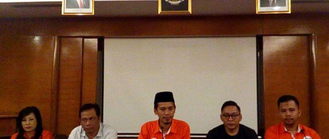 Calon Bupati Bogor Ade Wardhana Adinata bersama Jajaran Relawan saat konferensi pers, Kamis 22/2/2018 (dok. KM)