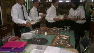 Praktek Siswa SMKN 1 Puncak Cisarua (dok. sekolah.nusagates.com)