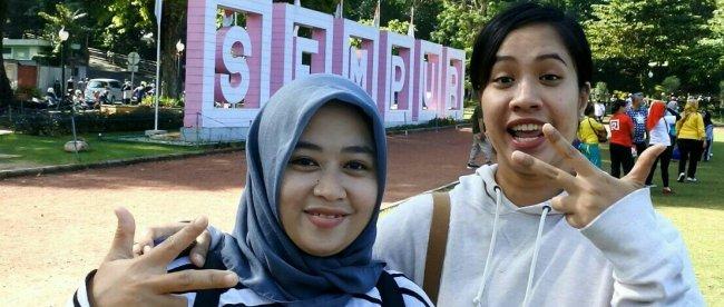 Warga Kota Bogor sedang menikmati bermain di kawasan Lapangan Sempur, Kota Bogor. (Dok. KM)