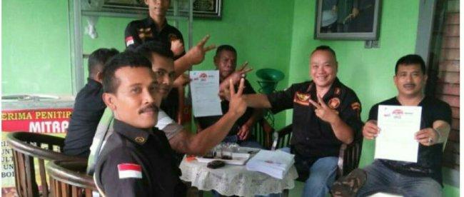 Antusiasme masyarakat terhadap pasangan calon Bupati Ade Yasin dan Wakil Bupati Iwan Setiawan no urut dua (HADIST) terlihat dari jumlah formulir dukungan yang dihimpun ormas Benteng Padjajaran. (dok.KM)