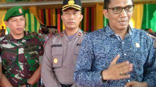 Ketua KIP Aceh Timur Iskandar Agani, SE (kanan)