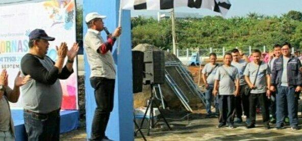 Dirut PDAM Tirta Pakuan Kota Bogor Deni Surya Senjaya Bersama Wakil Walikota Bogor Usmar Hariman Saat Membuka Jalan Sehat Haornas ke 35 Tahun 2018 (dok. KM)