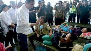 Presiden Joko Widodo menjenguk korban gempa di Palu, Sulawesi Tengah, Rabu 3/10/2018 (dok. Setpres)