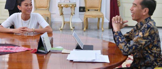 Presiden Jokowi saat berdialog dengan artis Agnes Monica (dok. KM)