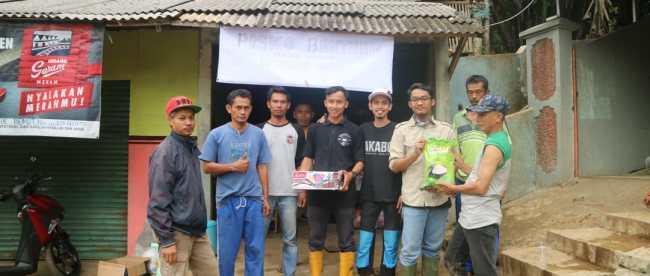 Penyaluran Bantuan Bencana Ke Kampung Taluk Waru Desa Curug Bitung Kacamatan Nanggung Kabupaten Bogor (dok.KM)