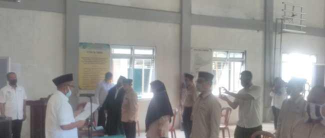 Camat Cipunagara, Subang, lantik 9 BPD Desa Simpar, Rabu 27/5/2020 (dok. KM)