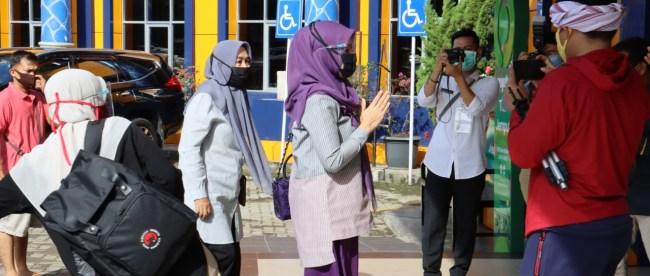 Paslon Cek Endra-Ratu Munawaroh tiba di RS. Raden Mattaher Jambi (dok. KM)