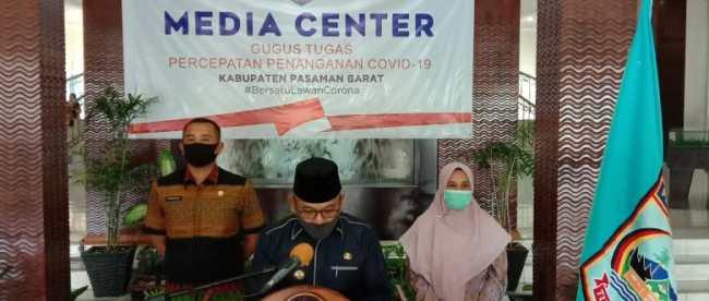 Bupati Pasaman Barat memberikan keterangan pers di Media Center Gugas Covid-19 Simpang Empat, Kamis 10/9/2020 (dok. KM)