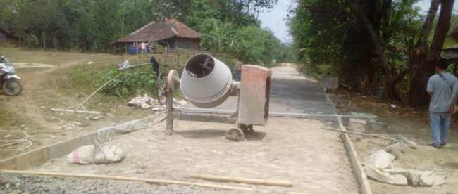 Pembangunan infrastruktur sosial ekonomi wilayah di Desa Pudar, Kecamatan Pamarayan, Kabupaten Serang, Banten (dok KM)