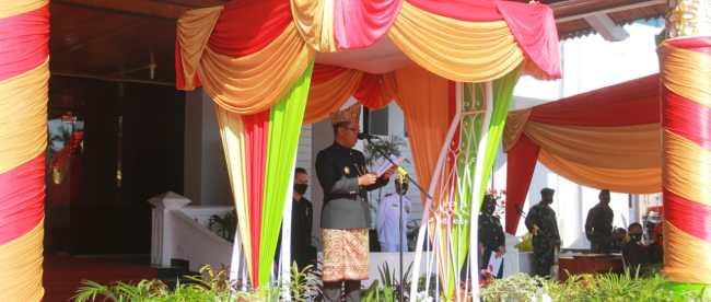 Plt.Gubernur Bengkulu Dedy Ermansyah saat menjadi inspektur upacara pada HUT Peringatan hari jadi Provinsi Bengkulu ke 52,Rabu 18/11/2020